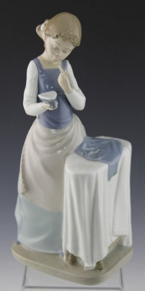 "Lladro Porcelain ""ironing Time"" Figurine 4981"