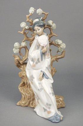 "Lladro ""geisha"" #4807 Porcelain Figure"