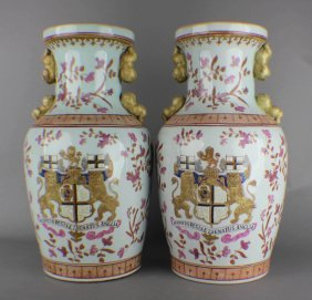 A Pair Of Export Heraldic Porcelain Vases Of Qing