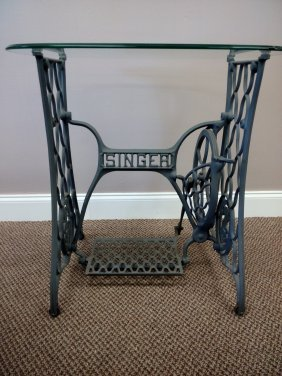 Singer Coffee/ End Table