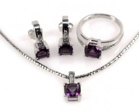LADIES 14K GOLD AMETHYST AND DIAMOND JEWELRY SET