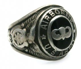 WWII ERA STERLING SILVER US ARMY AIRBORNE RING