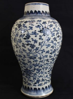 A Chinese Qian Long Dynasty White&blue Porcelain Pot