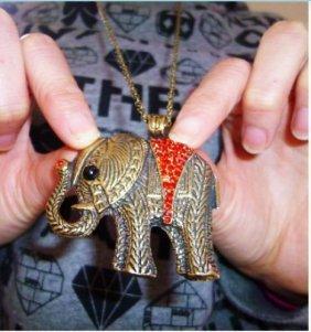 Retro Bronze Alloy Rhinestone Cute Elephant Pendant Nec