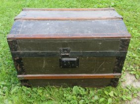 Antique Miniature Child's Or Doll Dome Top Trunk
