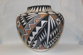 Beautiful Native American Acoma Pottery Jar, Signed