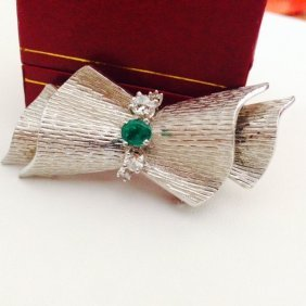 18k White Gold Vintage Diamond And Emerald Pin