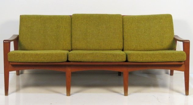 arne wahl iversen danish modern teak sofa lot 713. Black Bedroom Furniture Sets. Home Design Ideas