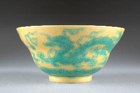 A CHINESE GREEN AND YELLOW GLAZED BOWL, 20TH CENTURY
