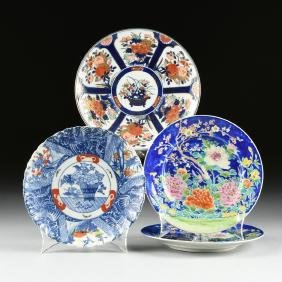 A GROUP OF FOUR JAPANESE PORCELAIN PLATES, 20TH
