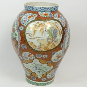 Large Japanese Imari Vase. Unsigned. Good Condition.