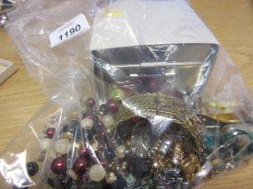 Small Quantity Of Miscellaneous Costume Jewellery
