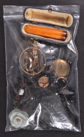 Bijouterie Including Sovereign Case And Amber Ciga