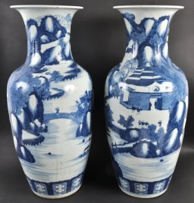A PAIR OF 19TH CENTURY CHINESE BLUE AND WHITE BALUS
