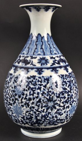 A CHINESE BLUE AND WHITE YUHUCHUMPING PORCELAIN VA