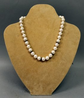 A Good Pearl And Diamond Necklace.
