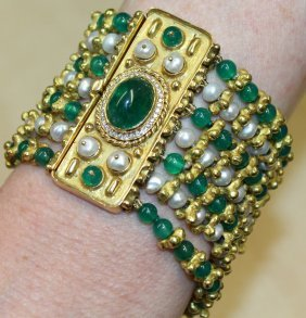 725. A Very Good Pearl And Emerald Seven Row Bracelet