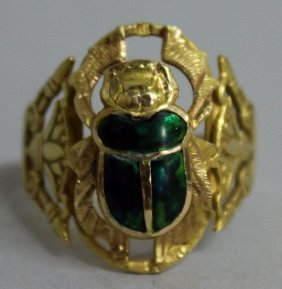 794. An 18ct Gold Scarab Ring.