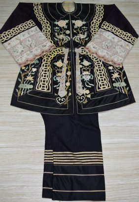 A Chinese Silk Embroidered Robe And Pants Set