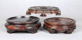 Drei Geschnitzte Holzsockel