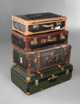 Vier Antike Reisekoffer