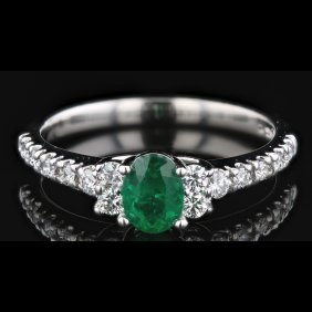 14k White Gold 0.45ct Emerald & 0.28ct Diamond Ring