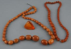 Lot of amber. To include: Two necklaces and a polished