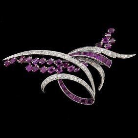 Ladies' Brooch With Diamonds & Rubies�