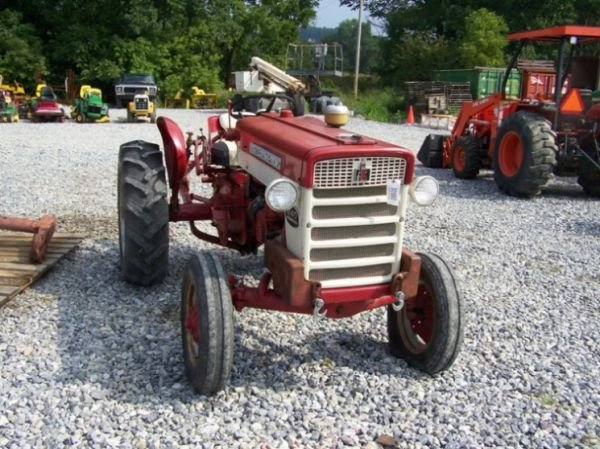 International 240 Utility Tractor : Nice international compact utility tractor lot