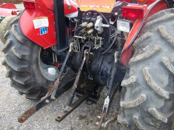 919 Massey Ferguson 451 Farm Tractor With Loader Lot 919
