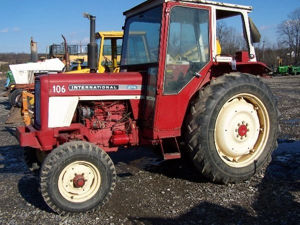 Ih 574 Tractor : Nice international tractor w cab lot
