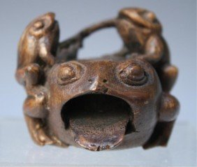 Chinese Small Bamboo Carving Of Frogs