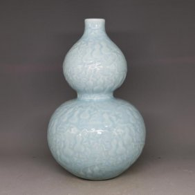 Fine Chinese Double Gourd Shape Porcelain Vase