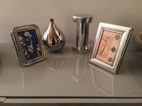 Grouping Of Accessories, 2 Frames, 2 Objects