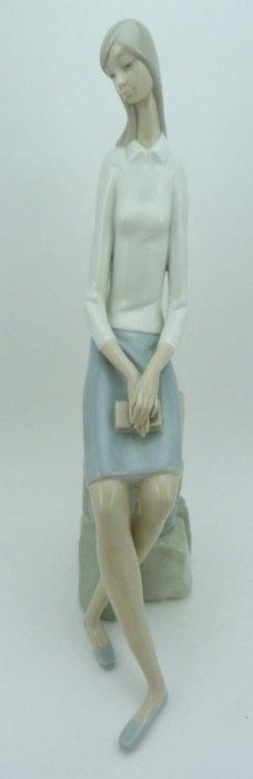 "Lladro #4518 Retired ""girl Student"" Figure"