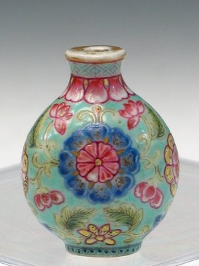 Chinese Enameled Porcelain Snuff Bottle, Qianlong Mark.