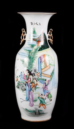 Large Chinese Export Porcelain Vase