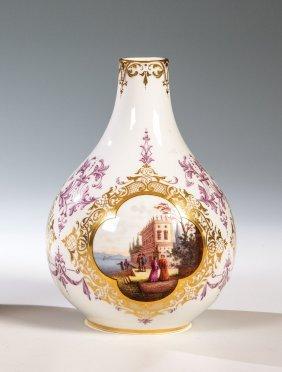 Vase Mit Höfischen Szenen