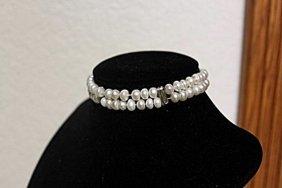 Ladies Beautiful Baroque Pearl Bracelet