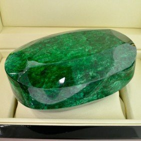 APP: 314.1k 4,688.25CT Emerald Gemstone