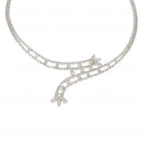 (527446-3-A) A Diamond Necklace.