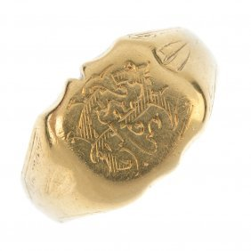 A Late 19th Century 18ct Gold Signet Ring.