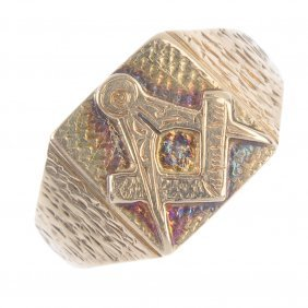 A Gentleman's Masonic Signet Ring.