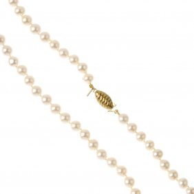 A Cultured Pearl Single-strand Necklace. Comprising A