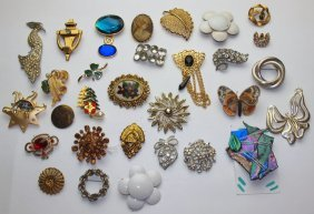 Lot Of 30 Brooches And Pins