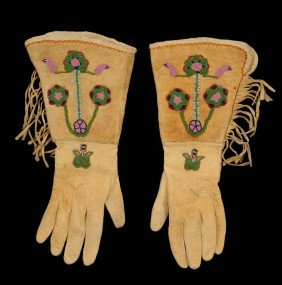 Pair Of Northern Plains Beaded Gloves With Floral D