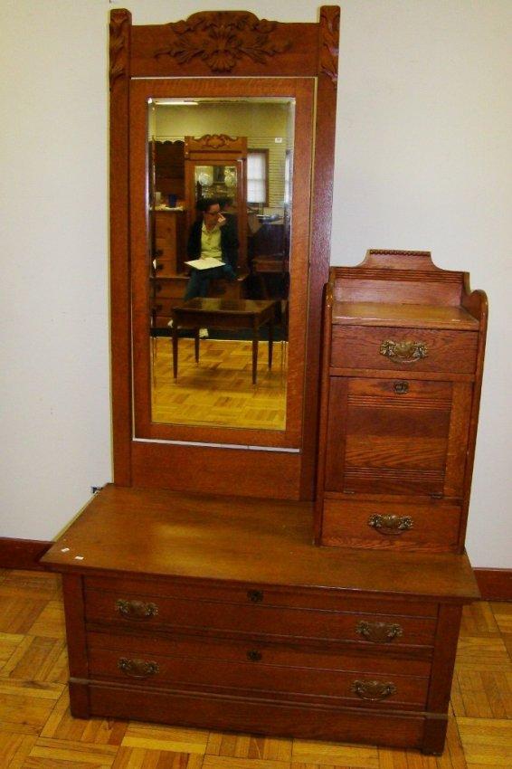 910 An Oak Gentleman S Dresser With Hat Box And Tiltin