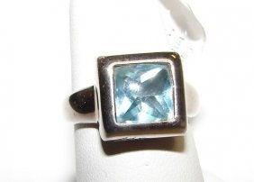 18K White Gold Aquamarine Ladies Ring.