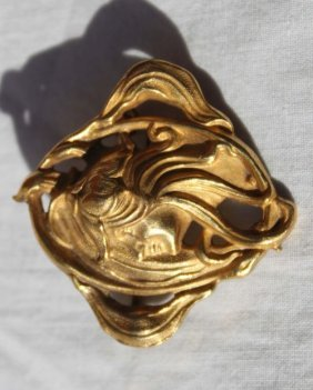 Vintage Art Nouveau Gold Brooch Featuring Beautiful