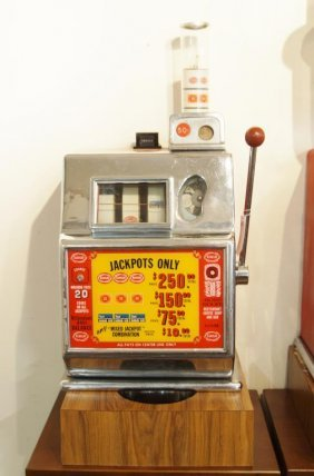 Harold's Club Vintage Slot Machine 50c